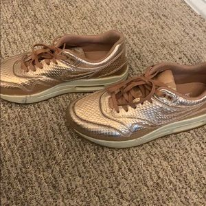 Nike Shoes - Nike Air Max 1 in Rose Gold